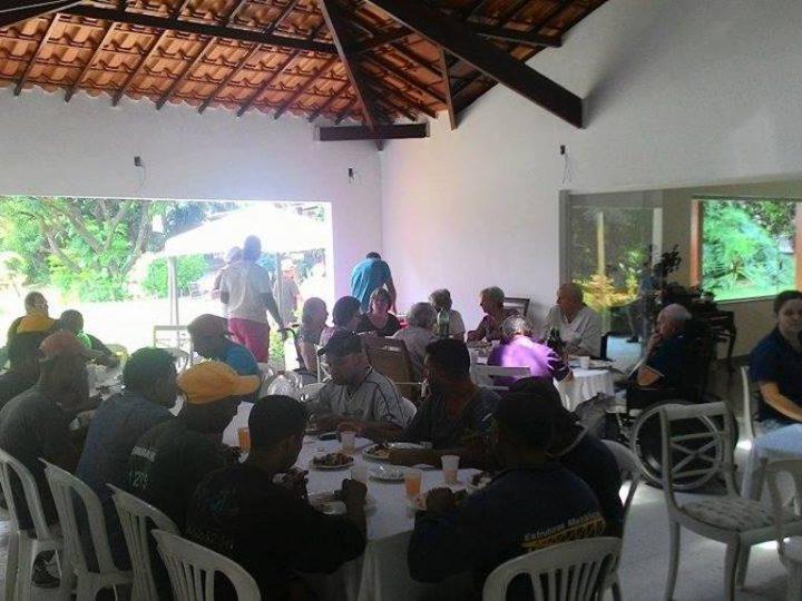 Confraternização alegra dia de moradoras e moradores do Lar Luisa Grise