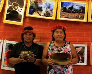 Ceramistas Apurinã participam de exposição no Acre