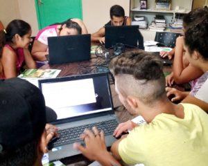 Adolescentes do Lar Padilha ganham curso de informática