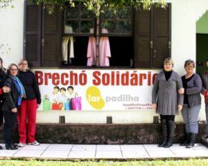 Voluntárias e voluntários realizam brechó em prol do Lar Padilha