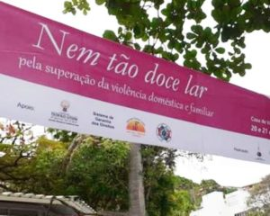Nem tão Doce Lar realiza exposições e formações em alusão à campanha internacional pelo Fim da Violência Contra as Mulheres